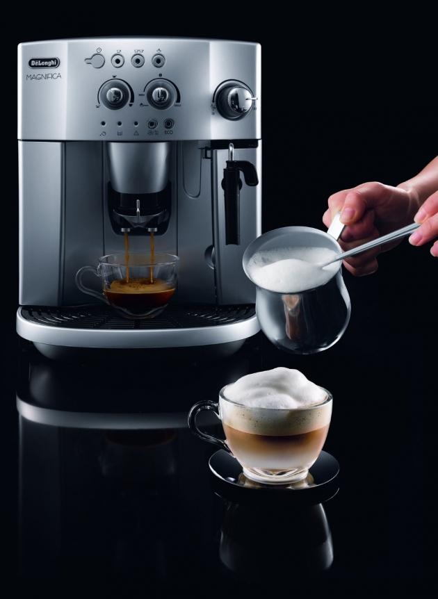De'Longhi Magnifica Bean to Cup Espresso/Cappuccino Maker