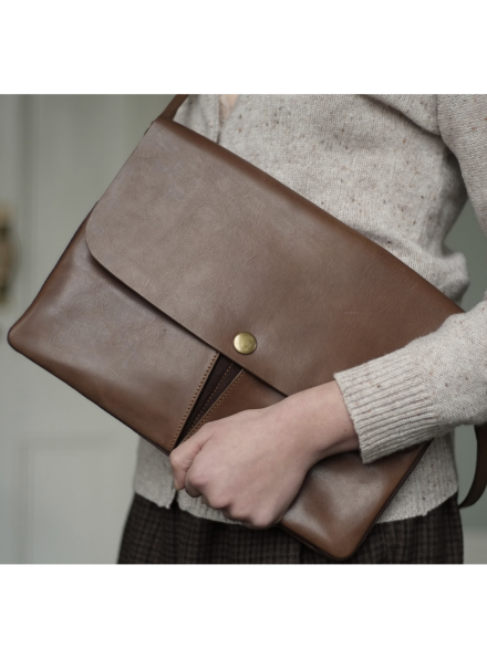 Zassen Cross Body Bag in Chocolate Leather