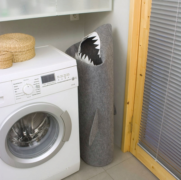 SHARK. Felt laundry basket.