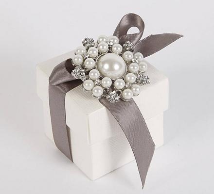 Vintage Style Pearl Brooch