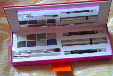 Clinique Party Eyes Gift Set. Inc Eyeshadow Palette, Mascara, Shaper for Eyes, Applicators